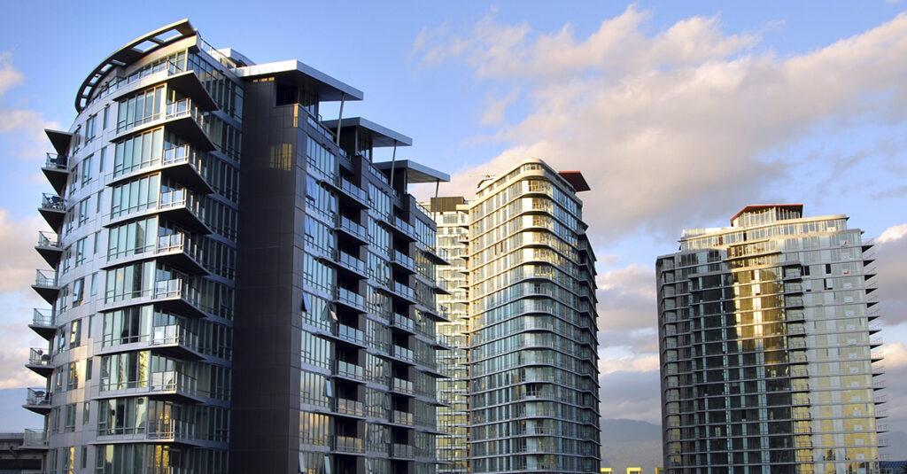 Применение противопожарных и противодымных штор на жилых высотных многоквартирных объектах